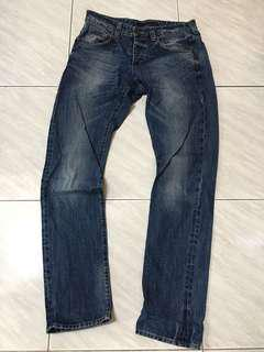 Calvin Klein Jeans直通合身牛仔褲!!