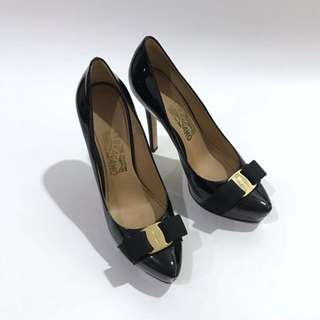 SALVATORE FERRAGAMO Kitten Heels in Black