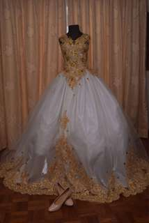 SALE WEDDING/BALL GOWN!