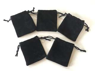 Black Velvet String Pouch for jewellery items. Selling 1 set of 5 pouches.