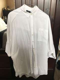 BDG OVERSIZED WHITE BUTTON UP SHIRT SIZE S