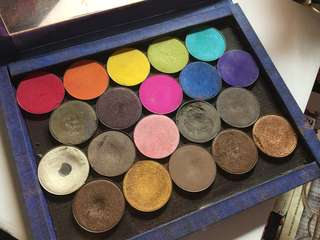SUESH eyeshadow (20 pots) with free magnetic palette