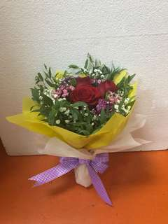 Rose hand bouquet with free delivery