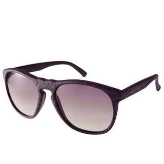 Glassing Matt 黑色石紋框 太陽眼鏡
