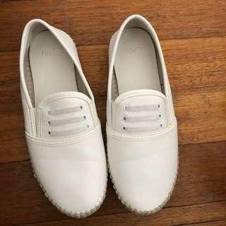 Novo white flats size 9