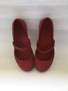 Preloved Alice Crocs