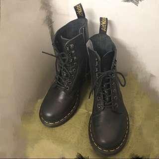 Dr. Martens GRAPHITE GREY NATURESSE 8-eye format boots 黑色8孔馬丁鞋 37號