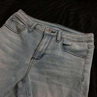 🚚 GU 一件車線、水波洗舊💥美的淡藍色彈性牛仔褲👖淺藍色