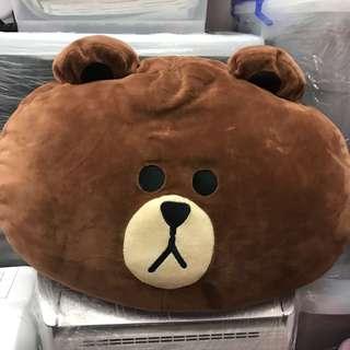 LINE FRIENDS 熊大🐻大抱枕 玩偶 娃娃 靠枕 靠墊 午安枕新光三越原店購入