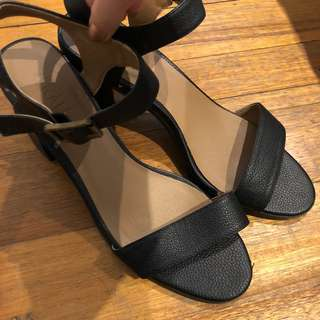 Verali Size 9 Black heels synthetic