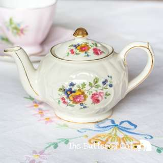 RESERVED Adorable floral vintage Windsor (Sadler) miniature teapot, one-cup teapot