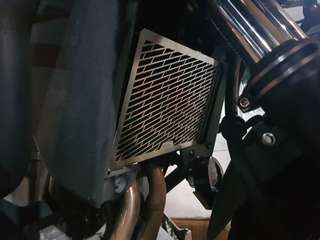 CB400X radiator guard