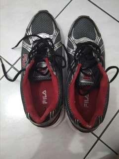 Sepatu Olahraga Fila