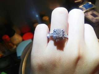 1.10ct VS1 G色鑽石戒指加0.47ct 旁石共1.57卡
