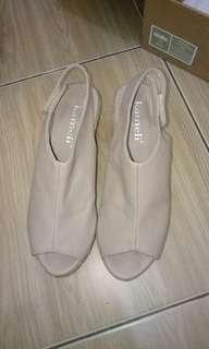Sepatu wedges tinggi 7cm