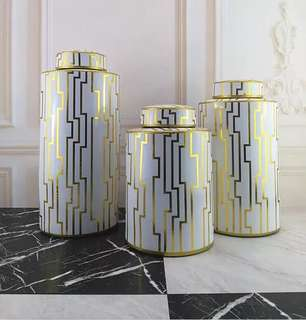 Design oriental vase / holder