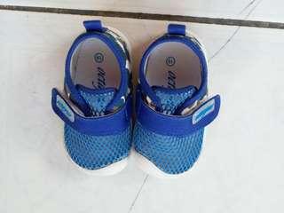 🚚 可水洗藍色迷彩透氣網布防滑橡膠底寶寶學步鞋