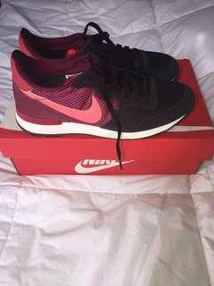 Authentic Nike Sneakers Internationalist