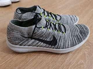 Nike Grey Flyknit US10