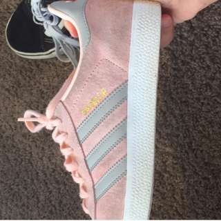 pink and grey adidas gazelles