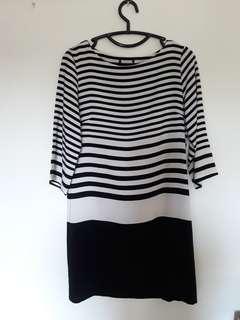 Dress garis hitam putih