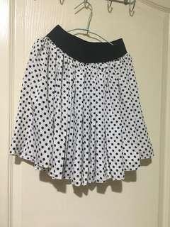 🚚 白色黑點短裙