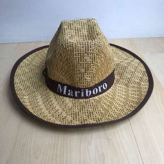 Topi brown