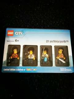 Toys R Us Limited Edition Bricktober City Set