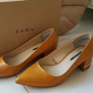 Preloved Zara yellow block heels