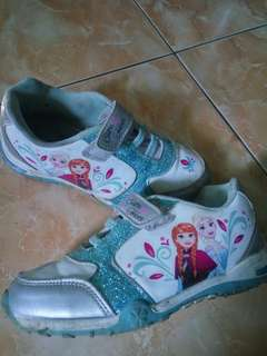 Sepatu anak frozen
