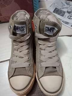 Sepatu COMPASS