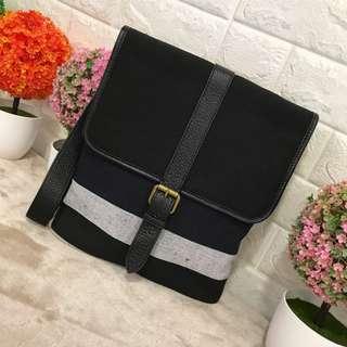 Burberry sling bag unisex