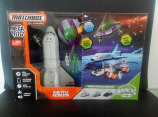 "巨型 Mattel Matchbox Mega Rig Shuttle Mission Playset 宇宙飛船探險 外盒尺寸:15""x22""x4""英吋"