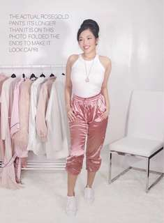 💚 Gorgeous rosegold pants from romwe • beautiful rosegold satin fabric • white stripes details • almost new