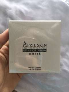 April Skin Magic Snow Cushion (white)