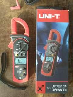 Digital Clampmeter UT200B