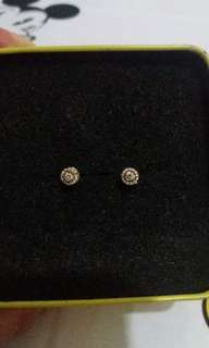 14k yellow gold earrings with diamons