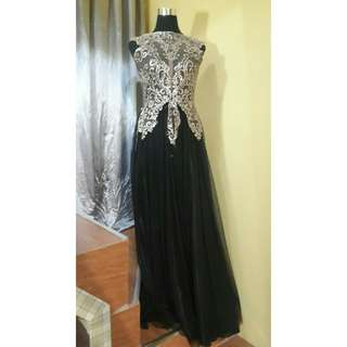Preloved Black and Gold Gown For Rent