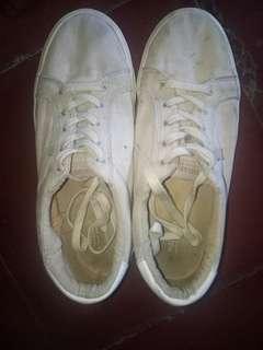Sepatu pull n bear (grey)