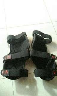 knee protector merk komine