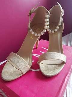 Gold Heels ✨