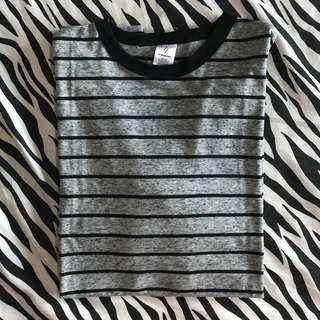 Kaos lengan pendek original quzzy stripe garis abu grey sz m