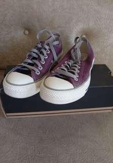 Sepatu converse ex kado