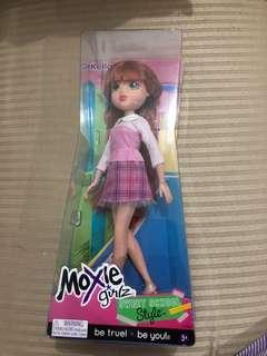 Moxy boneka