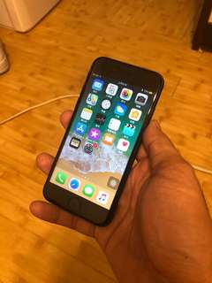 賣iPhone 7 32G 霧黑,9.5成新,過保盒裝