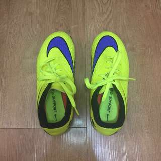 Nike Jr. support hypervenom