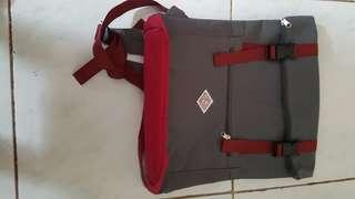 灰紅色實用簡約雙肩背囊