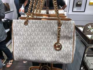 Brand New Original Michael Kors Classic Bag