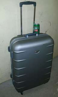 30 inch luggage, 20 inch wide, 11 inch deep, 4 wheels type,  security number lock, (NO keys), trade in Tuen.Mun