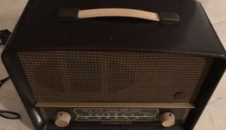 Vintage 1950s Bakelite Radio - EKCO